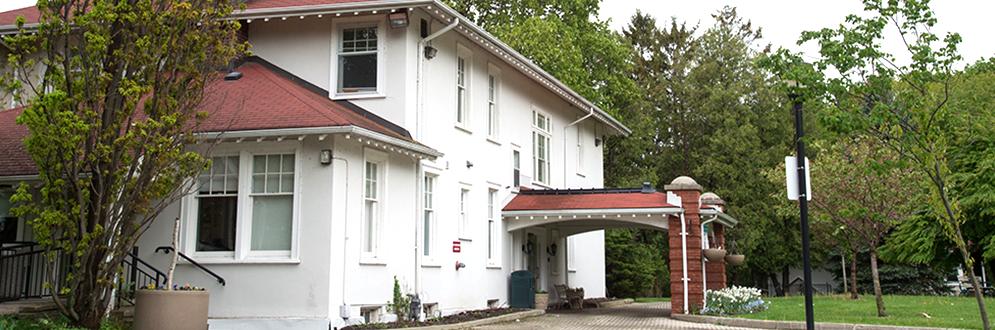 Exterior of the Cedar Ridge Creative Centre.