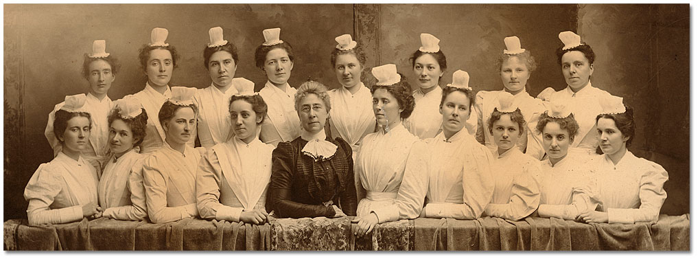Miss Snively and Class of 1899 nurses