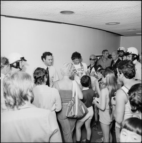 A picture of Terry Fox talking to children