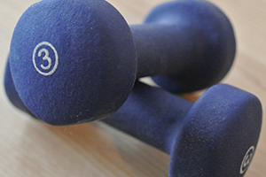 A photo of two dumbbells.