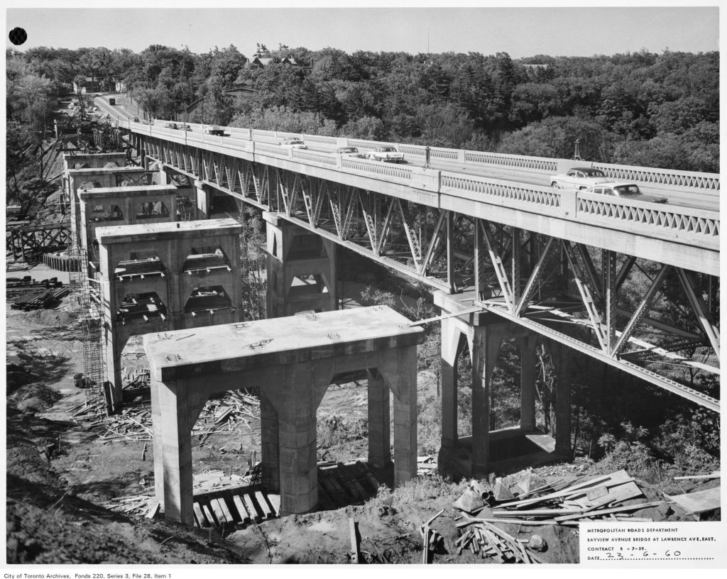 Construction of new Bayview Bridge, next to old bridge
