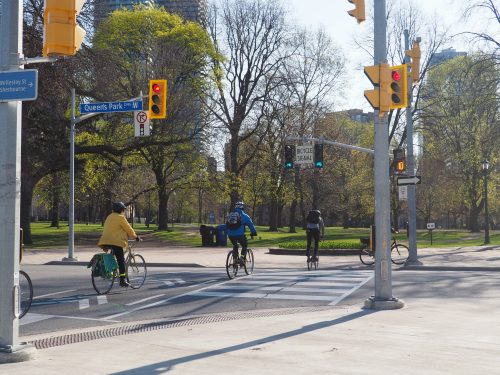 Bicycle signal at Hoskin and Queens Park Cres