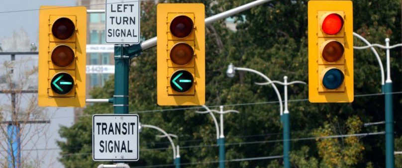 Image of a left-turn signal arrow on Spadina Road