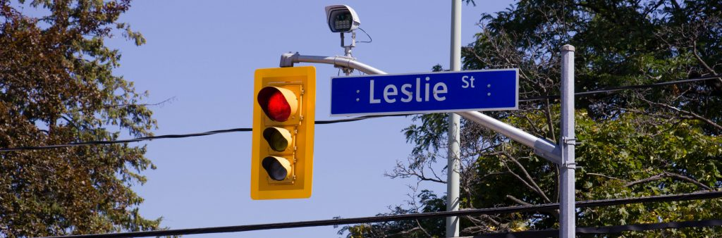 Image of traffic signal at Leslie road