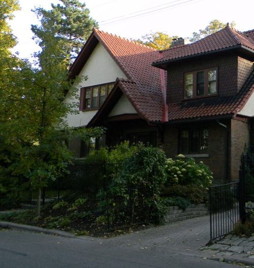 This is a photograph from 2017 of a house within the Casa Loma HCD Study Area