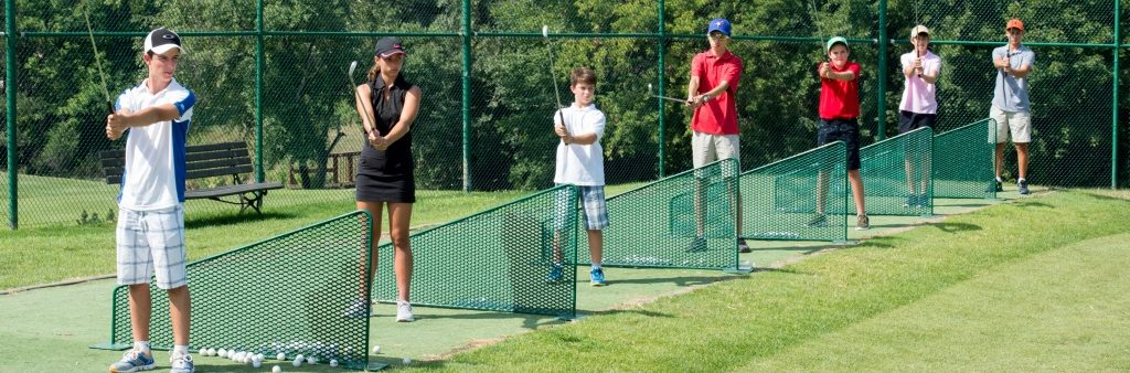 Image of junior golfers practicing