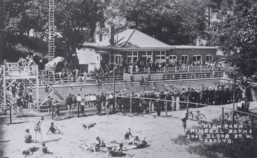 This is a photograph showing the High Park Mineral Baths, formerly located on Bloor Street West, in 1915.