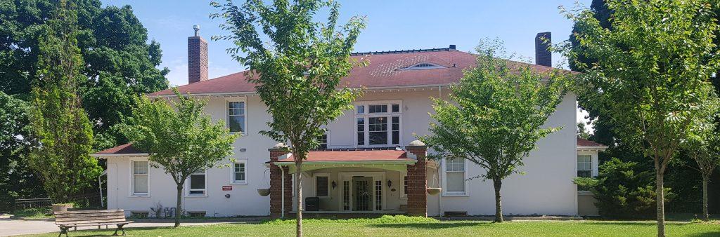 Exterior of Cedar Ridge Creative Centre taken in the summer