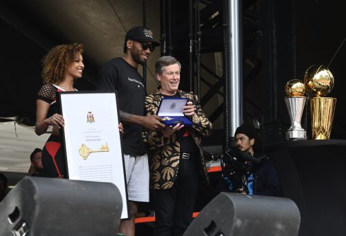 Mayor John Tory presents the Key to the City to Kawhi Leonard and the 2019 NBA Champion Toronto Raptors