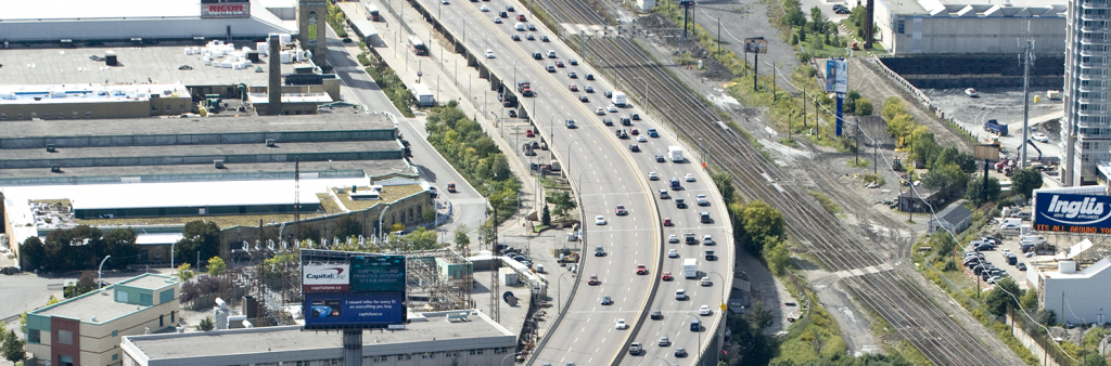 Aerial photo of the Gardiner showing cars
