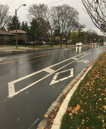 Photo showing the buffered bike lane on the south side of Rathburn Road, looking east
